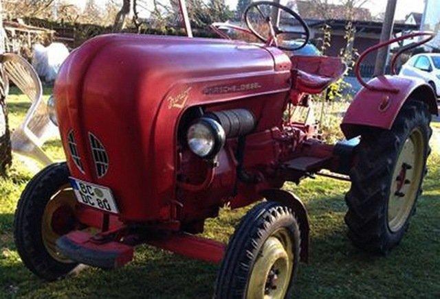 Penzioner koji putuje traktorom po Evropi