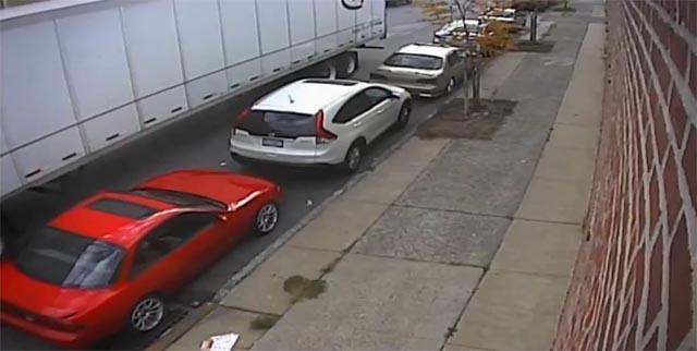 Video: Šta bi vi uradili da zateknete svoj automobil slupan na parking mestu?