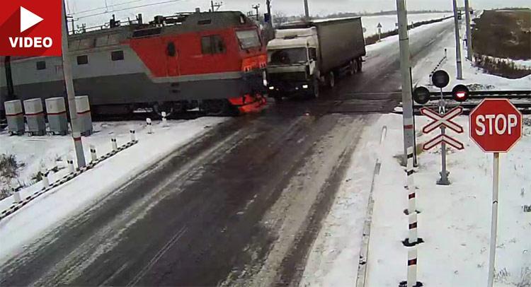 Gledate na svoju odgovornost: Sudar kamiona i voza