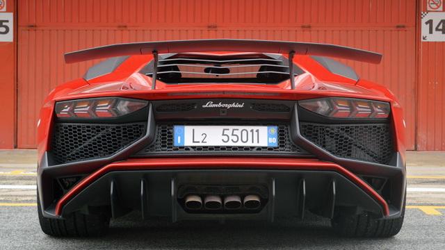 Najavljen Lamborghini Aventador SV Roadster