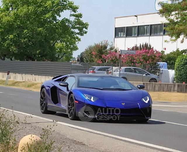 Lamborghini Aventador SV Roadster uslikan bez kamuflaže