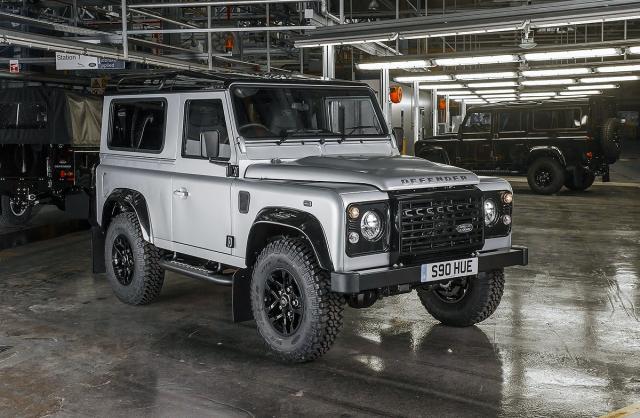 Land Rover će da produži život Defenderu?