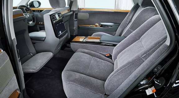 Toyota-Century-3