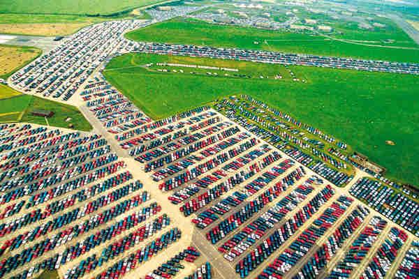 Znate li gde završavaju novi automobili koji se ne prodaju?