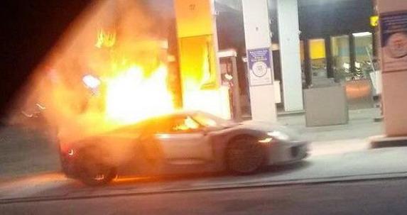 Bezkomentara:PorscheSpyderpotpunoizgoreouTorontu