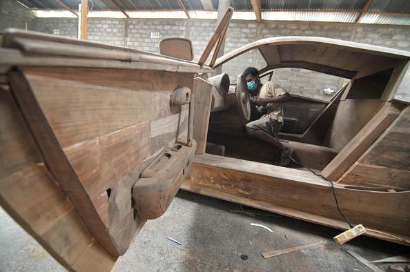 Indonesian Workers Make a replica of the Bugatti Veyron Super Sport