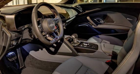 Audi-r8-2015-zuta-4