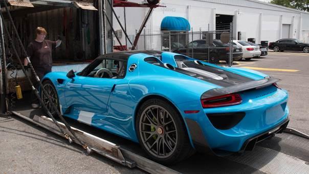 Porsche-918-Spyder-blue-plavi