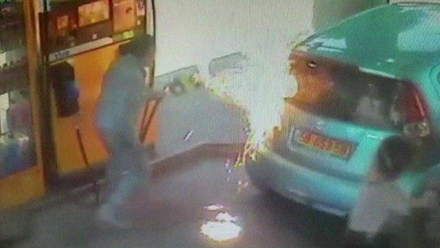 Ono kad vam ludača zapali auto na benzinskoj pumpi