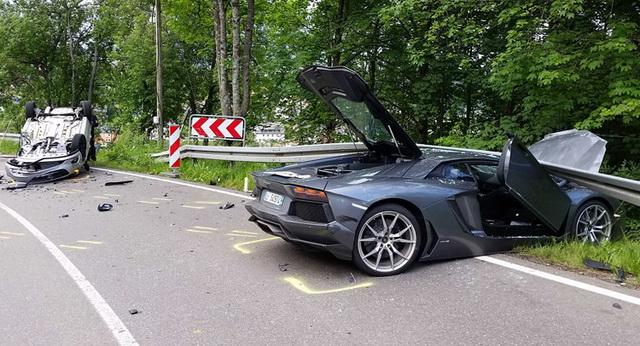 Lamborghini Aventador pokušao da prestigne BMW imao sudar sa Opelom