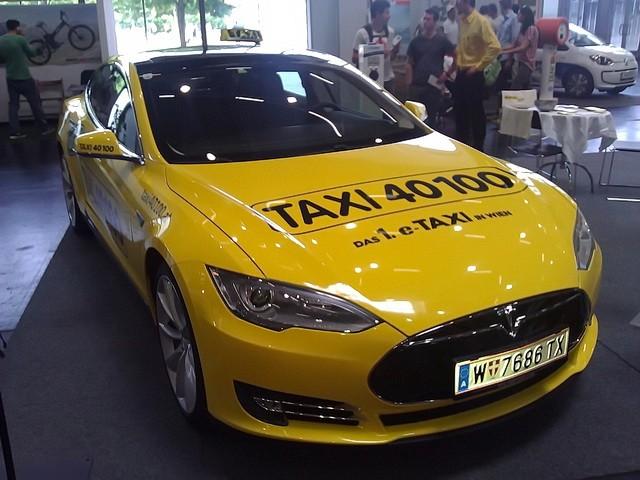 tesla_model_s_kao_taksi_2