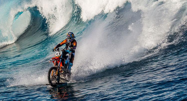 Totalno ludilo, morate pogledati, Robbie Maddison surfuje sa motociklom [VIDEO]