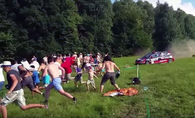 Opšta bežanija na reliju u Poljskoj [Video]