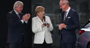 Angela Merkel napustila sajam sa novom Astrom