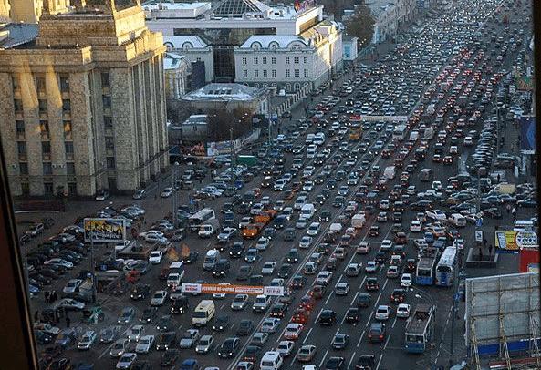 U Parizu zabranjen saobraćaj za starija vozila zbog toplote i zagađenja