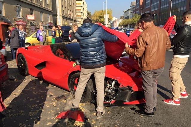 laferrari_polupao_parkirane_automobile_2