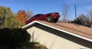 Parkirao Mustang na krov kuće