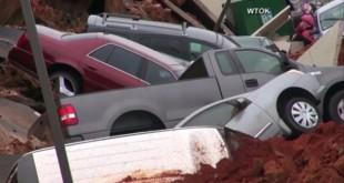 SAD&#;Zemljaseotvorilaiprogutalaautomobila[Video]