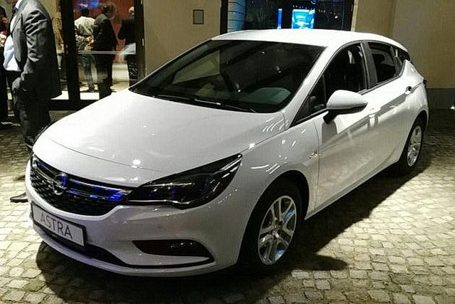 Opel Astra ostala bez kvake na premijeri u Beogradu