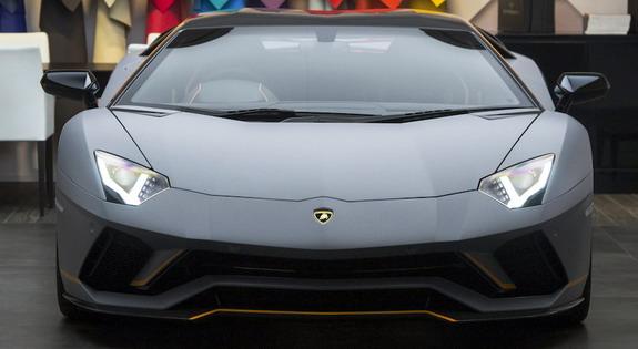 Lamborghini-Aventador-Ad-Personam-2