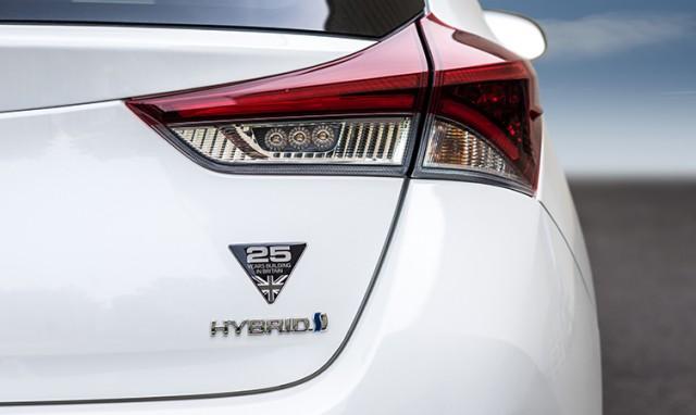 Toyota-Auris-Hybrid-3