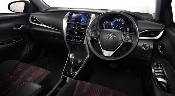 Toyota-Yaris-Ativ-3