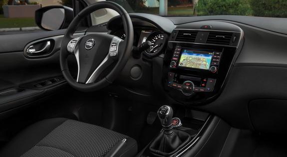 Nissan-Pulsar-Black-Edition-3