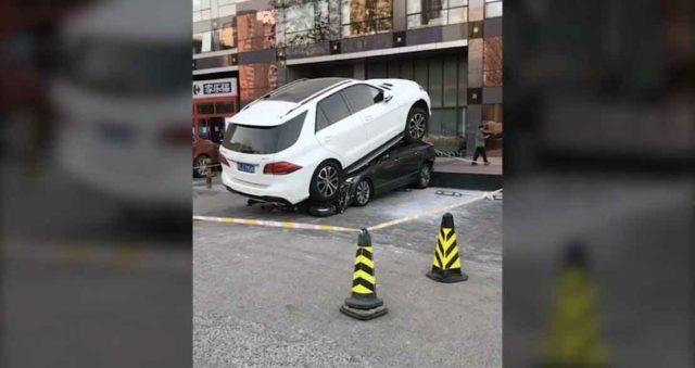 kinez pregazio autom drugi auto