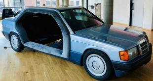 Bez komentara: Mercedes 190 kao kancelarija