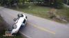 (VIDEO) Kinuo dok je vozio i isprevrtao se